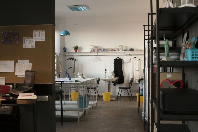 Фото - Полностью оборудованная студия для работы дизайнера одежды