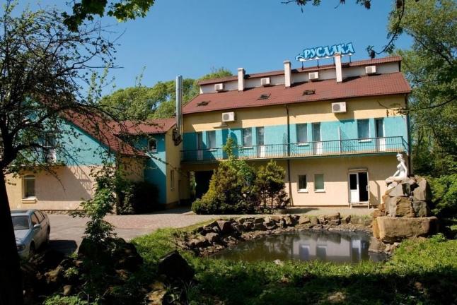 Фото - Готельно-відпочинковий комплекс з озером та островом.