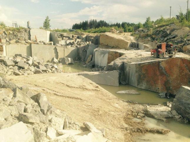 Фото - Каменный карьер. Добыча лабрадорита
