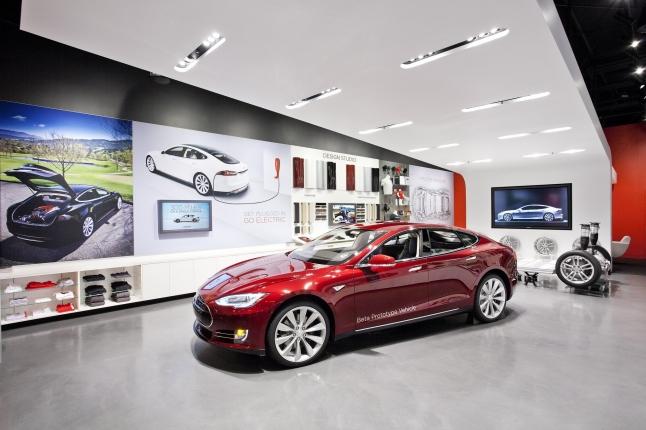 Фото - Фирменный, брендовый салон электромобилей Tesla