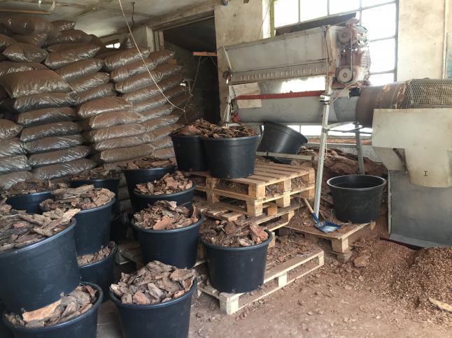 Фото - Изготовление сосновой коры для оптовой и розничной торговли.