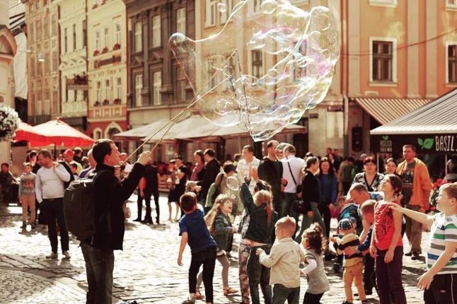 Фото - Радість для дітей. Шоу з мильними бульбашками