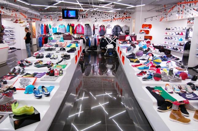 Фото - Магазин брендовой спортивной одежды