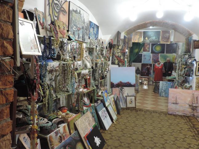 Фото - продажа арт- галереи