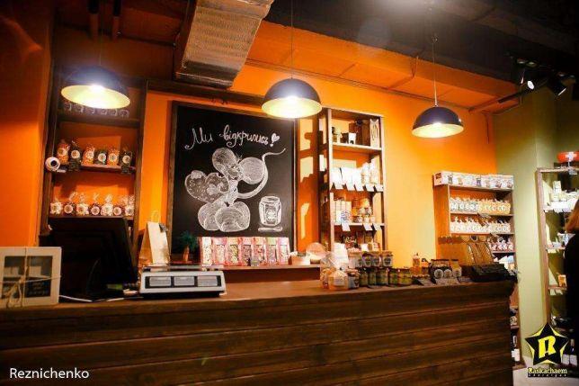 Фото - Магазин в Чернигове, сеть атмосферных сырных магазинов.