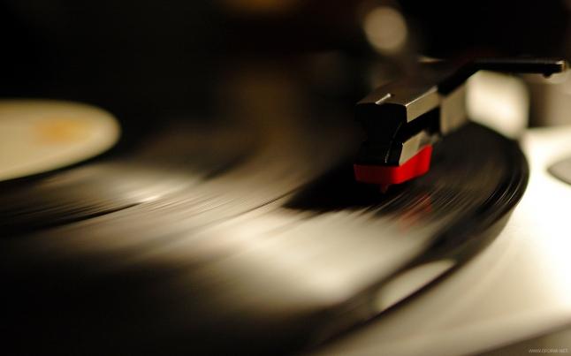 Фото - Каноничный бар с виниловой музыкой