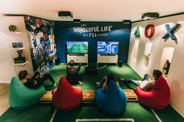 Фото - Комната для отдыха с настольными играми и игровыми консолями